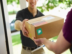 evening-package-delivery-doorman-522x348