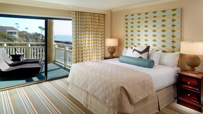 hltnhd-suite-bedroom_property_banner
